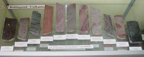 Angeschliffene Bohrkerne von Rotliegend-Vulkaniten der Norddeutschen Senke