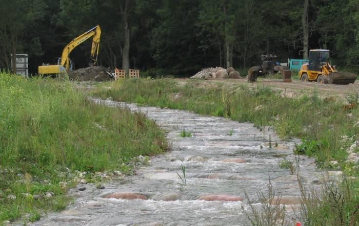 Bau der Fischaufstiegsanlage am Teuchelbach im Jahr 2012